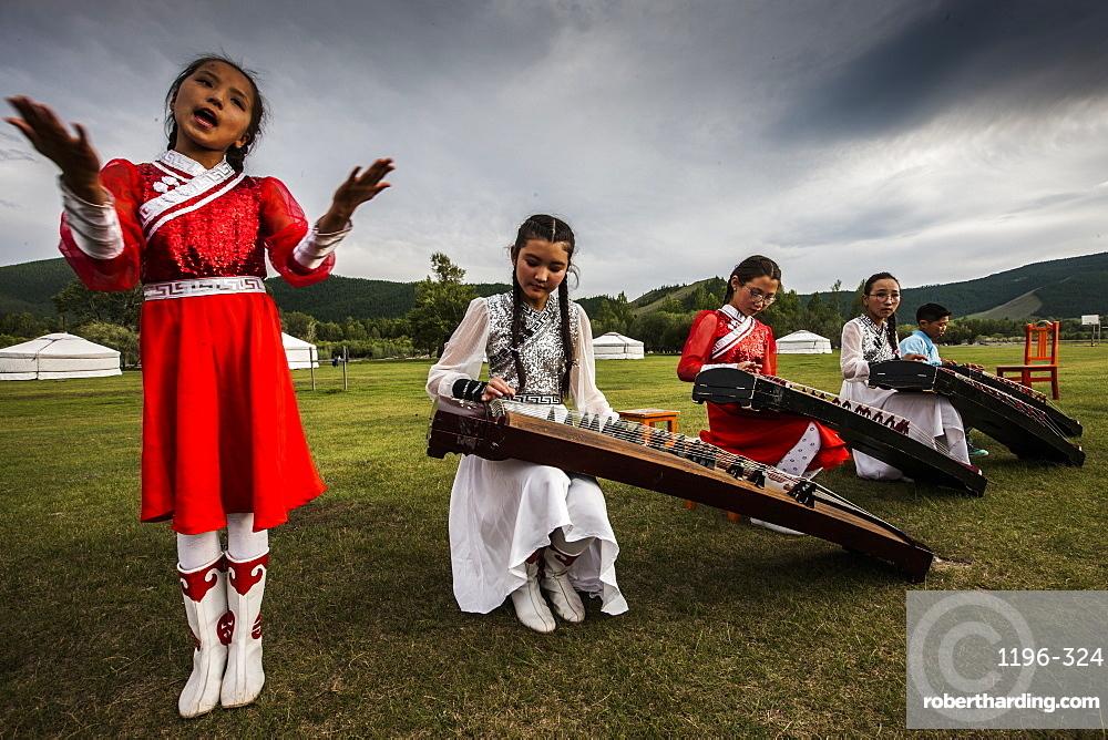 Concert at Lapis Sky Ger camp, young girls play Yatga-Yatuga (string instrument) at Bunkhan, Mongolia, Central Asia, Asia