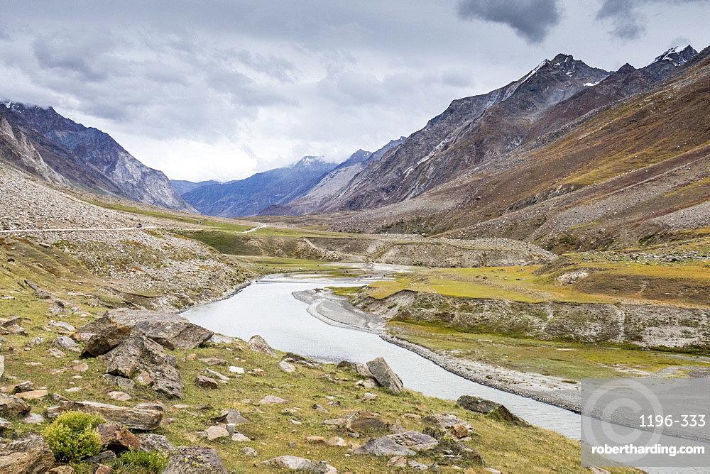 On the way to Kargil beside the gorgeous north flowing Suru River, Ladakh, India, Himalayas, Asia