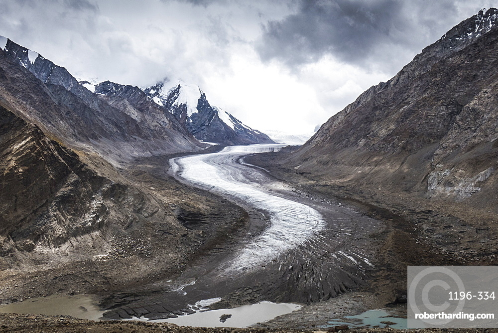 Dropping down from Penzi La, looking at the glacial moraine that feeds into the Stod River, one of the tributaries of the Zanskar River, Ladakh, India, Himalayas, Asia