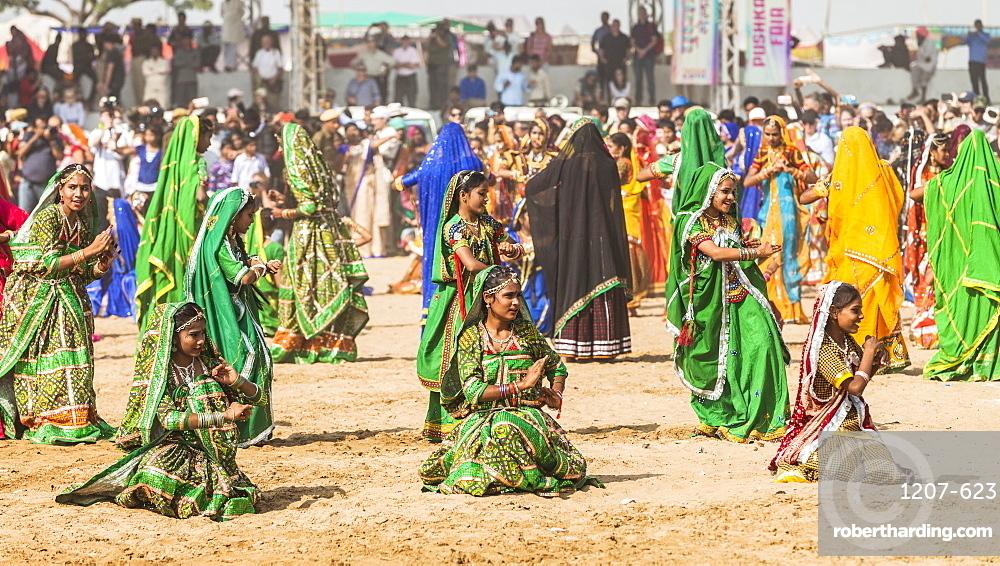 Female dancers at the opening ceremony of the Pushkar Camel Fair, Pushkar, Rajasthan, India, Asia