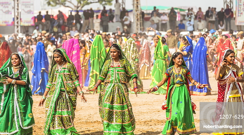 Female dancers at the opening ceremony of the Pushkar Camel Fair, Pushkar, Rajasthan, India, Asia