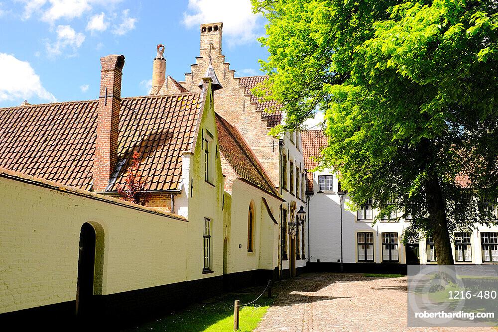 Begijnhof (Beguinage), Order of St. Benedict convent, Bruges, Belgium, Europe