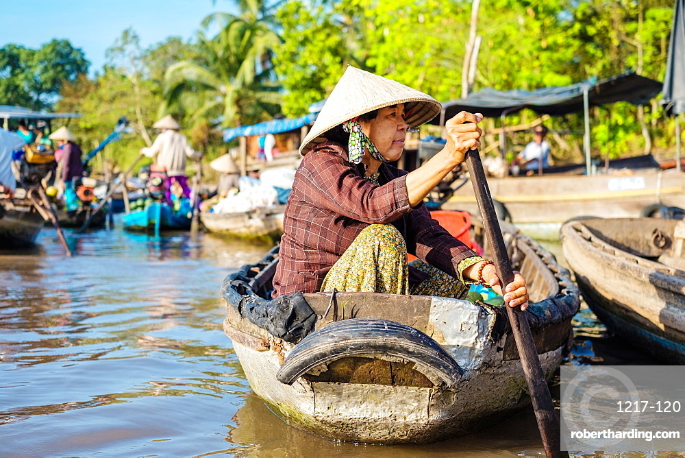 A Vietnamese woman paddles a small boat at Phong Dien floating market, Phong Dien District, Can Tho, Mekong Delta, Vietnam, Indochina, Southeast Asia, Asia