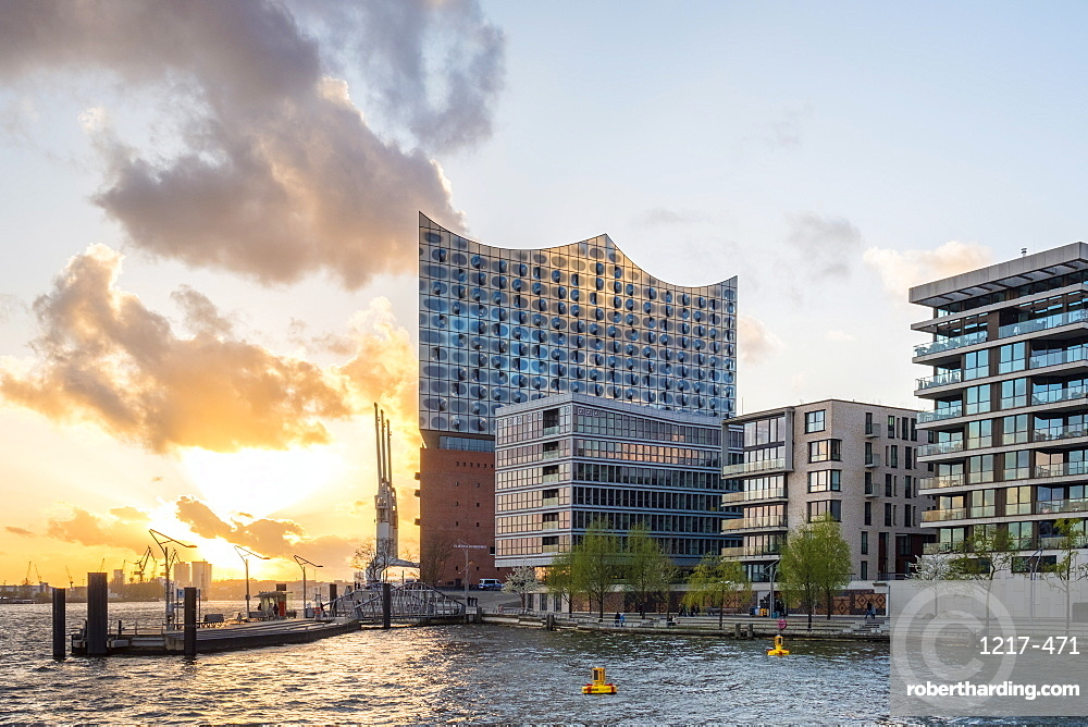Elbphilharmonie (Elbe Philharmonic Hall) concert hall and buildings on Grasbookhafen at sunset, HafenCity, Hamburg, Germany, Europe