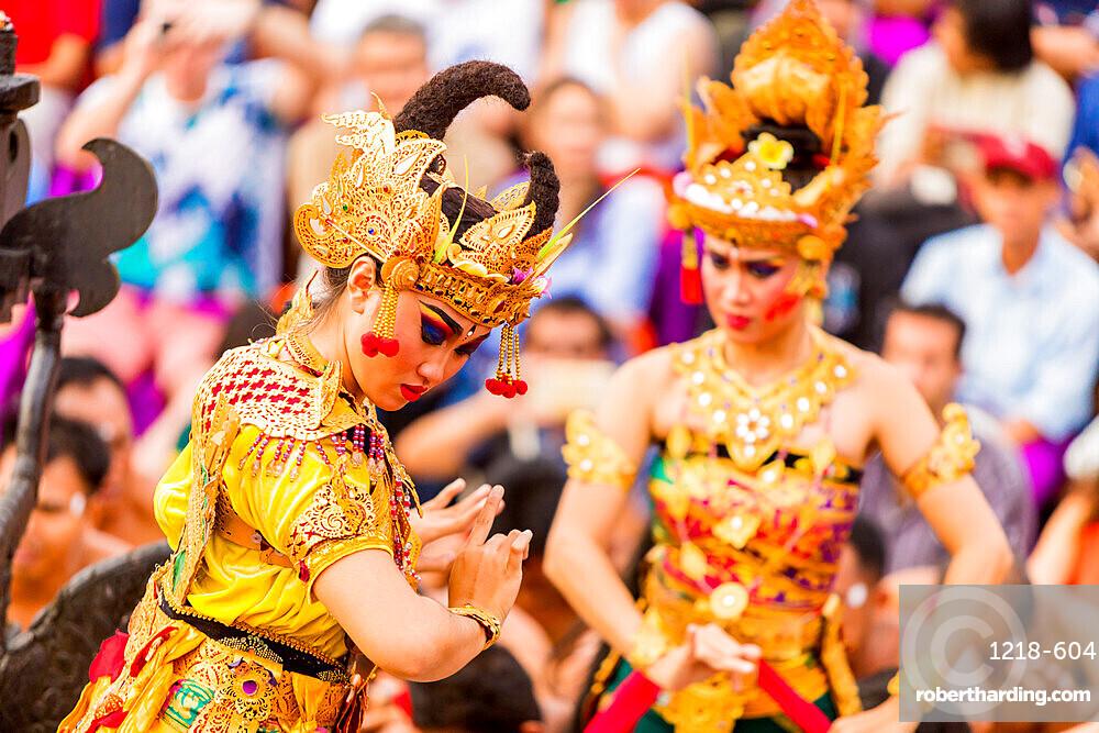 Kecak Dace in Ulu Wat Temple, Bali, Indonesia, Southeast Asia, Asia