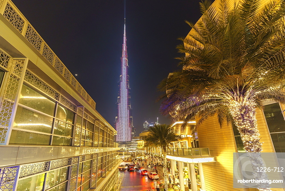 Burj Khalifa Light Show, Dubai Mall and Burj Khalifa Lake, Dubai, United Arab Emirates, Middle East