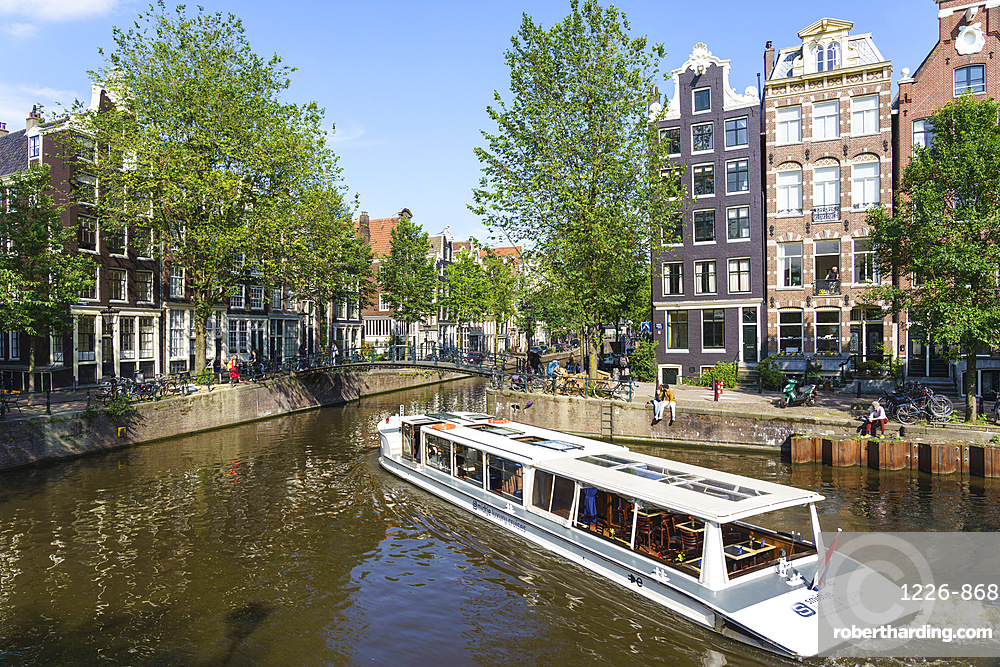 A tourist boat on Brouwersgracht, Amsterdam, North Holland, The Netherlands, Europe