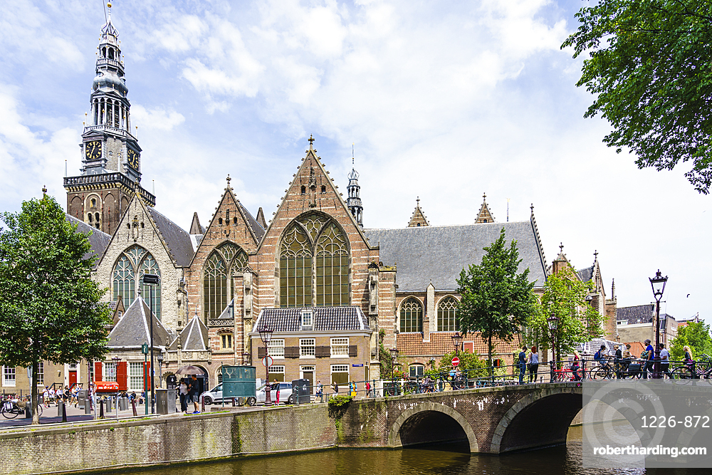 Oude Kerk (Old Church), the oldest building oin the city dates from 1306, Amsterdam, North Holland, The Netherlands, Europe