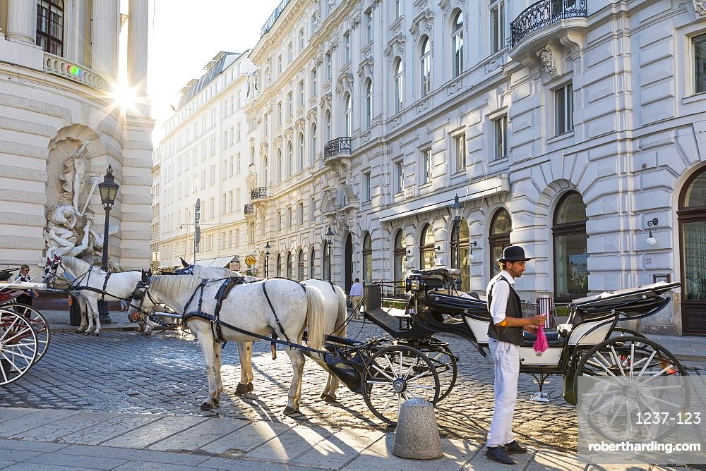 Horse drawn carriage (fiaker) and driver, Hofburg, Michaelerplatz, Vienna, Austria, Europe