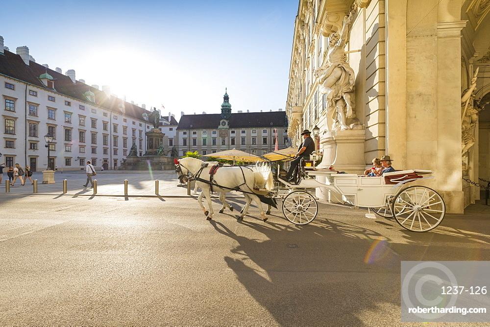 Horse drawn carriage (fiaker), Internal Castle Square, Hofburg, Vienna, Austria, Europe