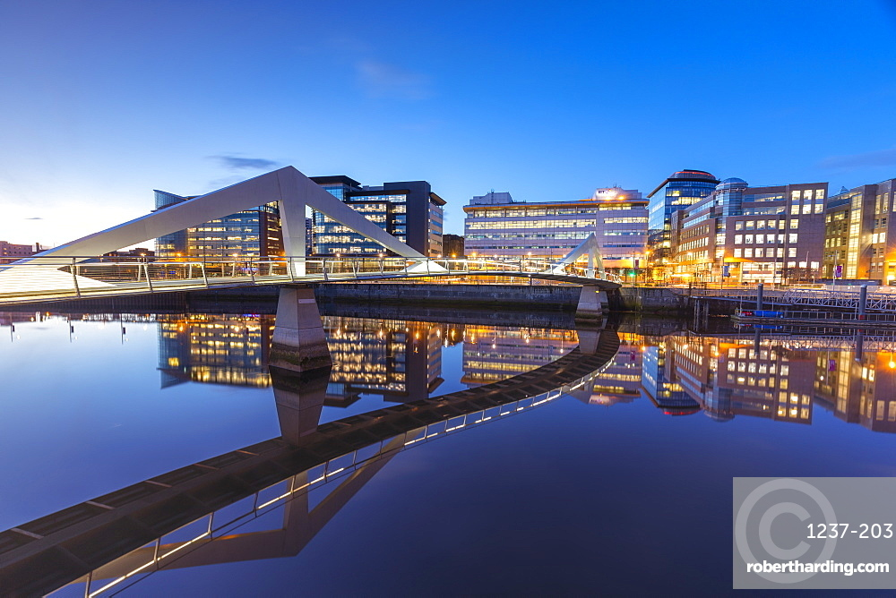 Tradeston Bridge, Squggily Bridge, International Financial Services District, Glasgow, Scotland, United Kingdom, Europe