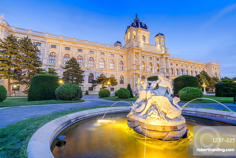 Kunsthistorisches Museum (Art History) and fountain at dusk, Vienna, Austria, Europe