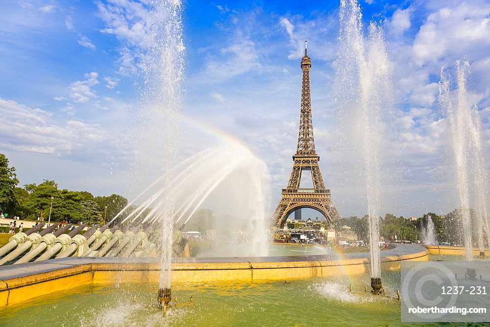 Eiffel Tower and Trocadero fountains and water canons, Paris, France, Europe