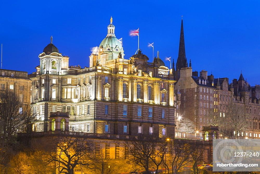 Bank of Scotland HQ and Old Town, UNESCO World Heritage Site, Edinburgh, Scotland, United Kingdom, Europe.