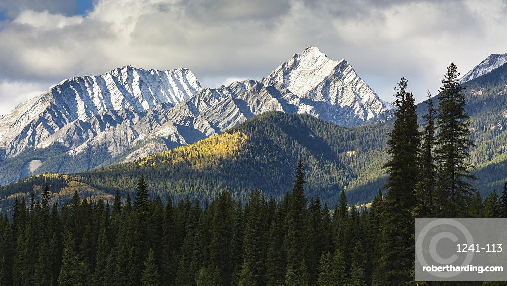 Selkirk Mountain Range in autumn, Kootenay National Park, UNESCO World Heritage Site, British Columbia, The Rockies, Canada, North America