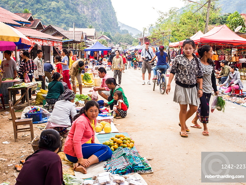 Outdoor market, Nong Khiaw, Laos, Indochina, Southeast Asia, Asia