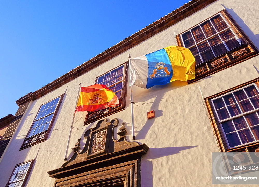 Casa Montanes, colonial house, Spanish and Canarian flags, San Cristobal de La Laguna, Tenerife Island, Canary Islands, Spain, Europe