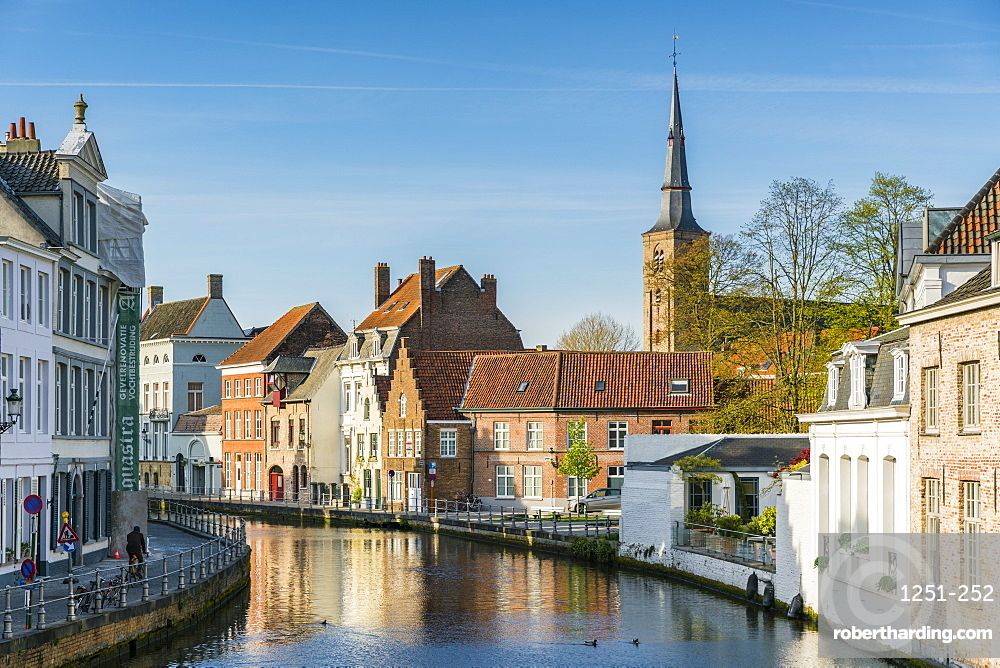 Houses on water canal, Bruges, West Flanders province, Flemish region, Belgium, Europe