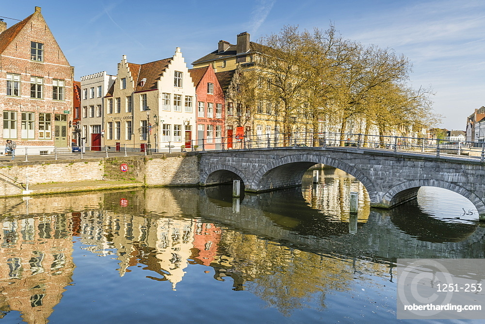 Bridge and houses on the Langerei cana,. Bruges, West Flanders province, Flemish region, Belgium, Europe