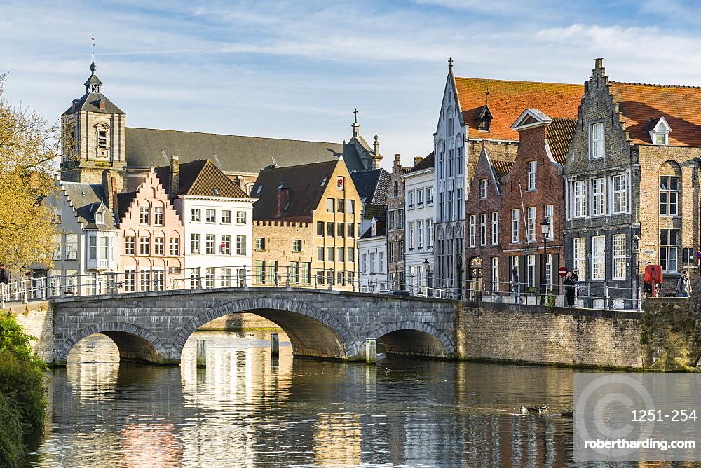Bridge and houses on Langerei canal, Bruges, West Flanders province, Flemish region, Belgium, Europe
