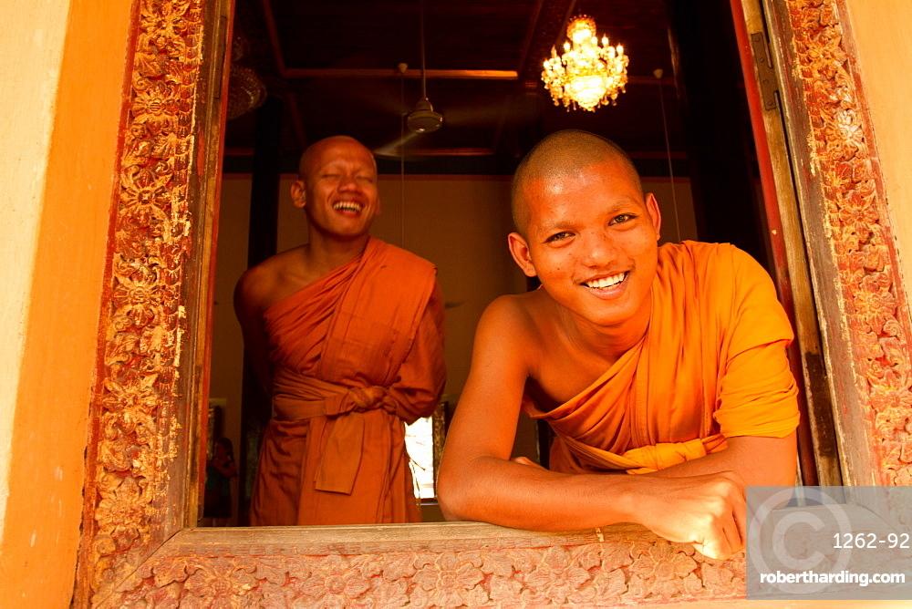 Monks of Wat Damnak, Siem Reap, Cambodia, Indochina, Southeast Asia, Asia