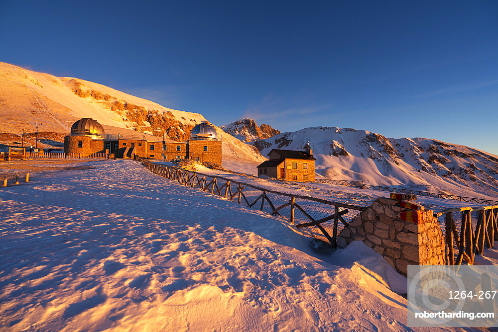 Italy, Abruzzo, Gran Sasso and Monti della Laga Park, Corno Grande at sunrise in Winter
