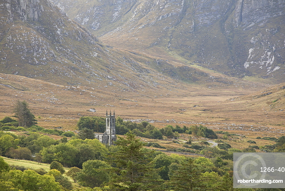 Old ruined church and the Poison Glen at the foot of Mount Errigal in the Derryveigh mountains, Dunlewey, County Donegal, Ulster, Republic of Ireland, Europe
