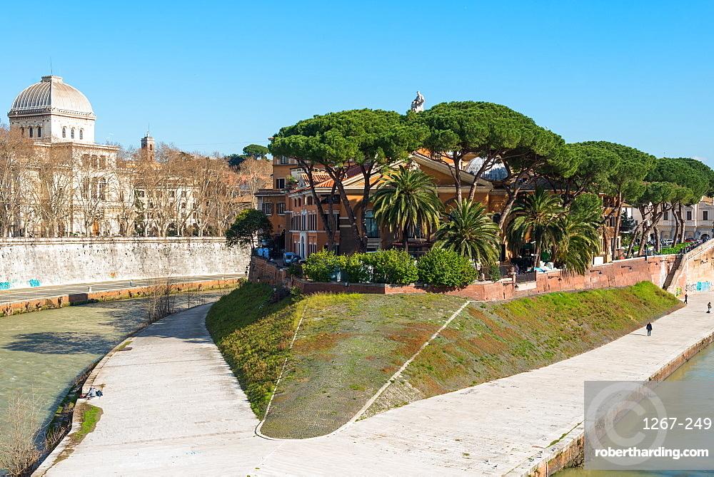 Fatebenefratelli Hospital founded in the 16th century on Tiber Island (Isola Tiberina) (Insula Tiberina) on Tiber River, Rome, Lazio, Italy, Europe