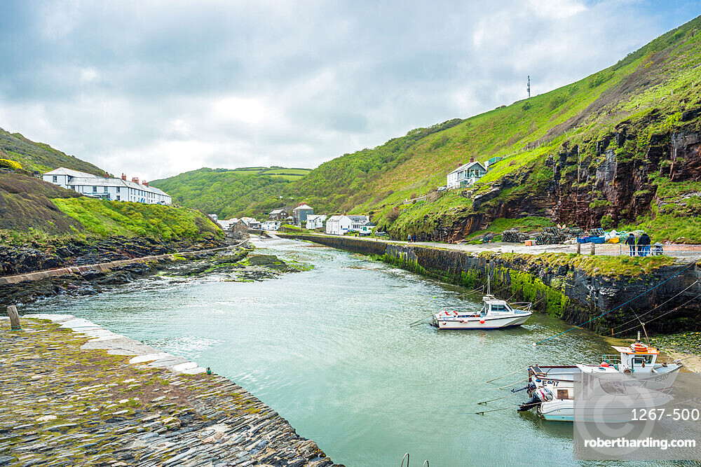 Views toward the village of Boscastle from the sea wall at the harbour entrance, on the Atlantic coast of Cornwall, England, UK.