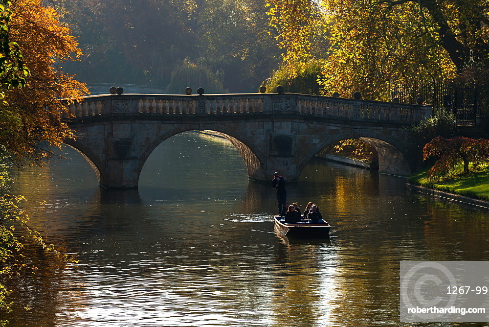 Clare Bridge in the Backs on an autumn day. Cambridge University, Cambridge, Cambridgeshire, England, United Kingdom, Europe