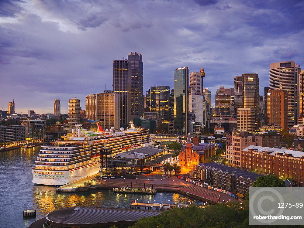 Sydney downtown skyline at dawn, Sydney, New South Wales, Australia, Pacific