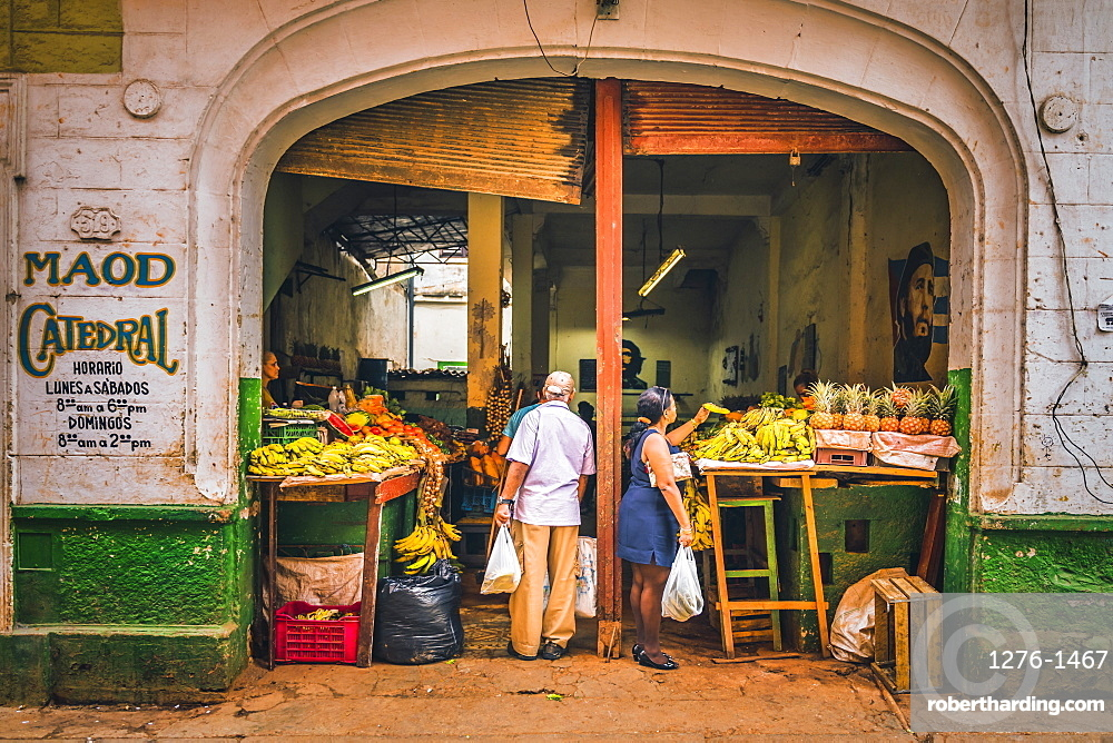 A local market in La Habana, Havana, Cuba, West Indies, Caribbean, Central America