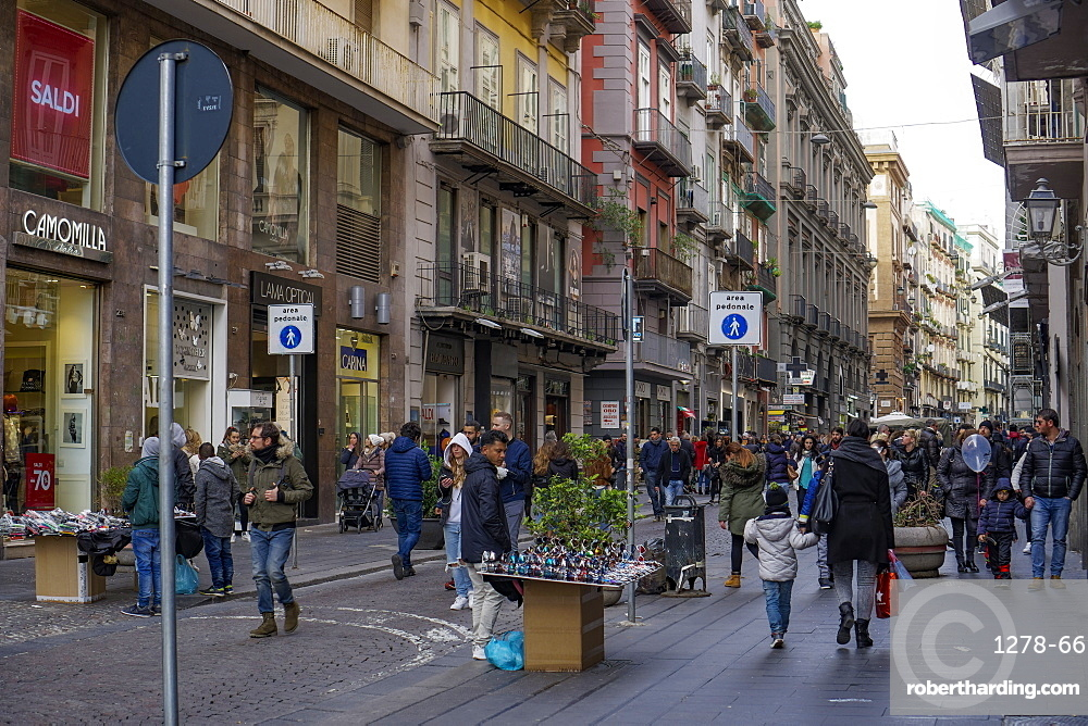 Crowd along busy shopping street with shops and street vendors, Via Toledo, Naples, Campania, Italy, Europe