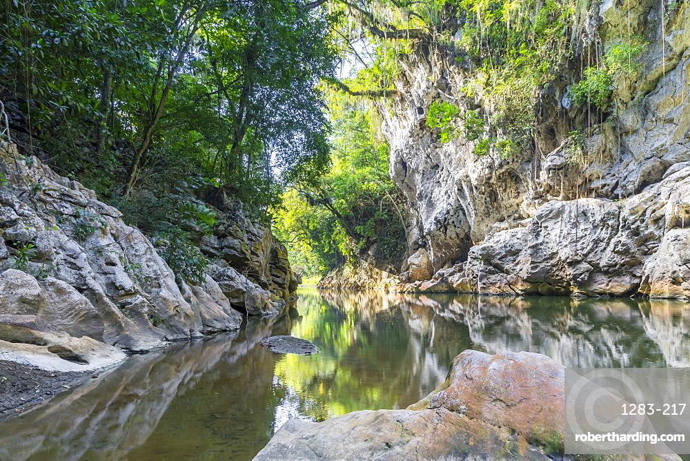 Canyon El Boqueron near El Estor and Rio Dulce
