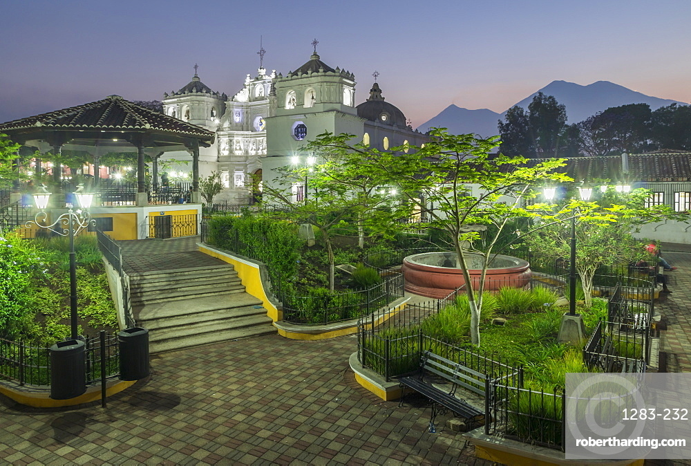 The Cathedral and the main square of Ciudad Vieja with view to the volcanoes Fuego and Acatenango in the background, Ciudad Vieja, Guatemala, Central America