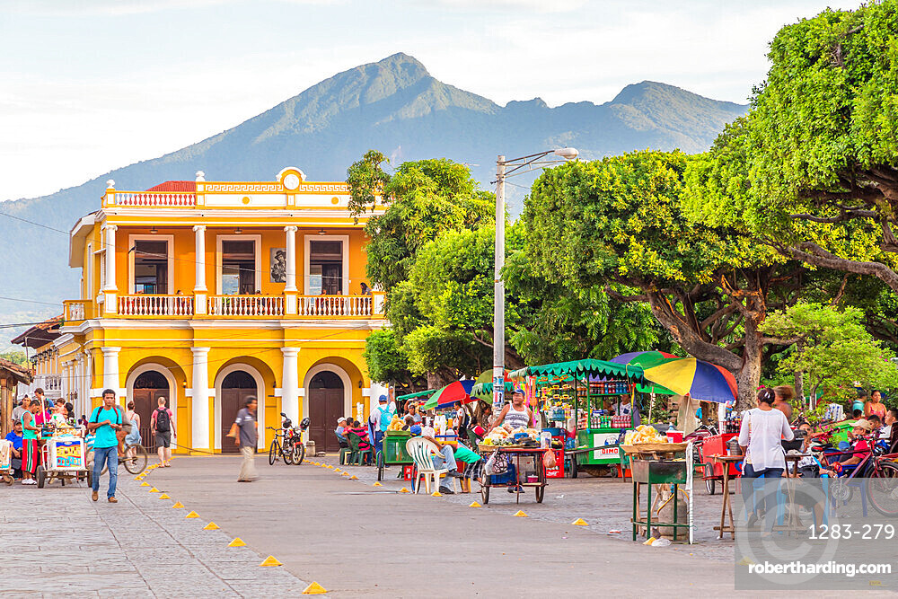 The main square of Granada with view to the Mombacho Volcano in the background, Granada, Nicaragua, Central America