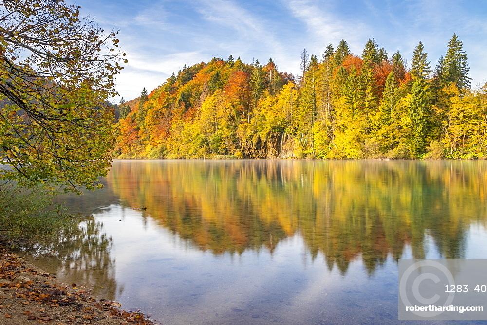 Lake Kozjak inside Plitvice Lakes National Park during autumn, UNESCO World Heritage Site, Croatia, Europe