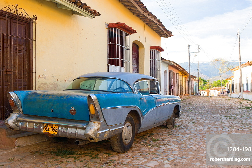 Old car parked on cobbles, Trinidad, UNESCO World Heritage Site, Sancti Spiritus, Cuba, West Indies, Caribbean, Central America