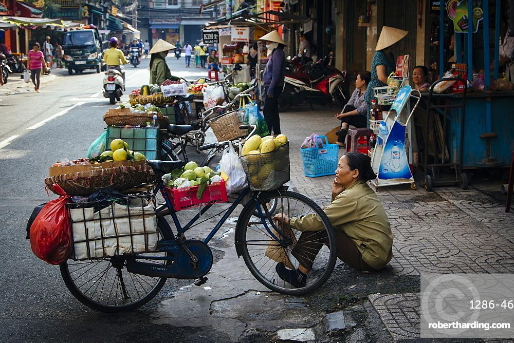 Vietnamese bike street vendors, Ho Chi Minh City, Vietnam, Indochina, Southeast Asia, Asia