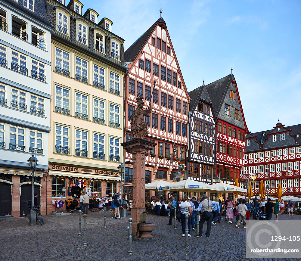 Newly built part of the old town, a mix of modern interpretations in combination with old parts and reproductions of buildings, Frankfurt am Main, Hesse, Germany, Europe