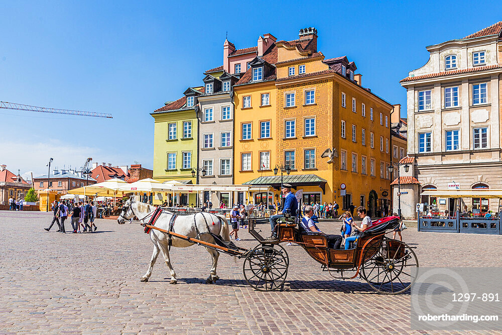 A horse drawn carriage in Castle Square in the old town, a UNESCO World Heritage site in Warsaw, Poland Europe.
