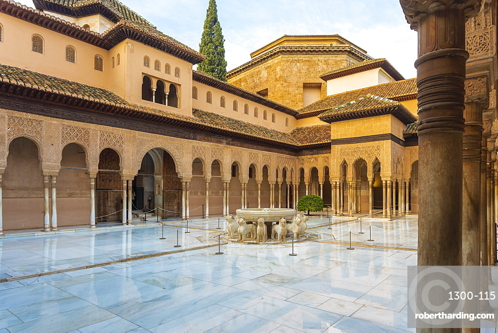 Court of the lions at alhambra
