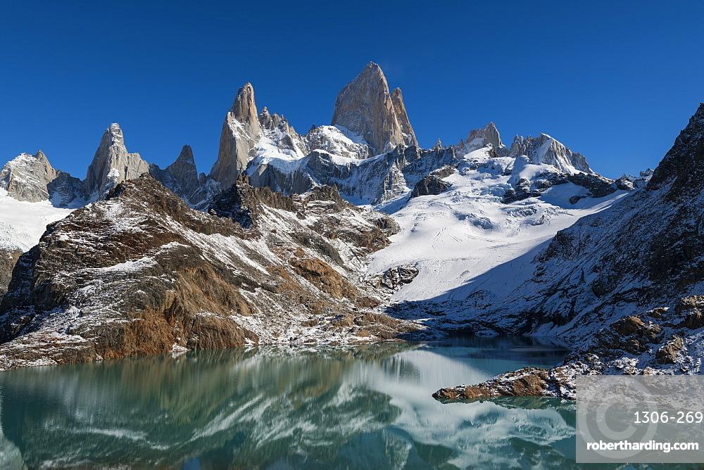 Mount Fitz Roy reflected in Lago de los Tres (Laguna de los Tres), El Chalten, Patagonia, Argentina, South America
