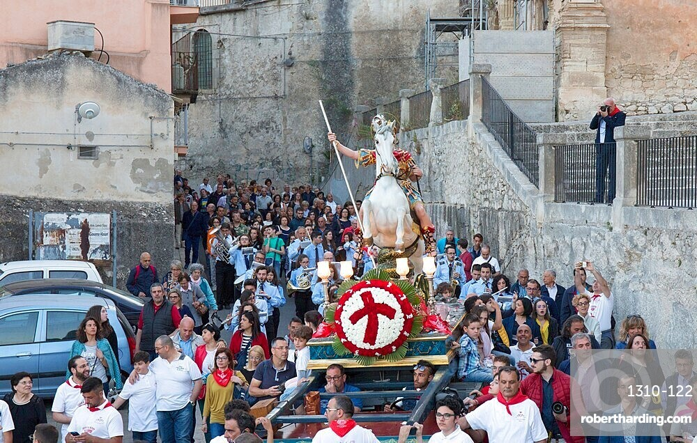 Procession to mark the Festival of San Giorgio bearing the mounted figure of St George into Ragusa Ibla, Ragusa, Sicily, Italy