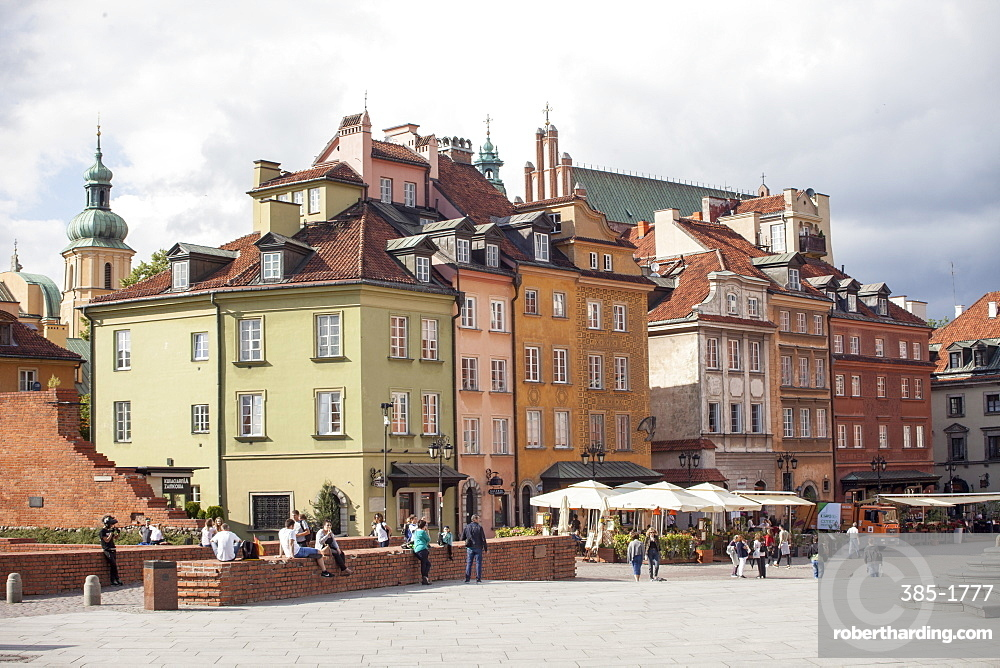 Tourists walk across Castle Square Plac Zamkowy, site of Sigismund's Column and Royal Castle, Old Town rebuilt after World War II, UNESCO World Heritage Site, Warsaw, Poland, Europe