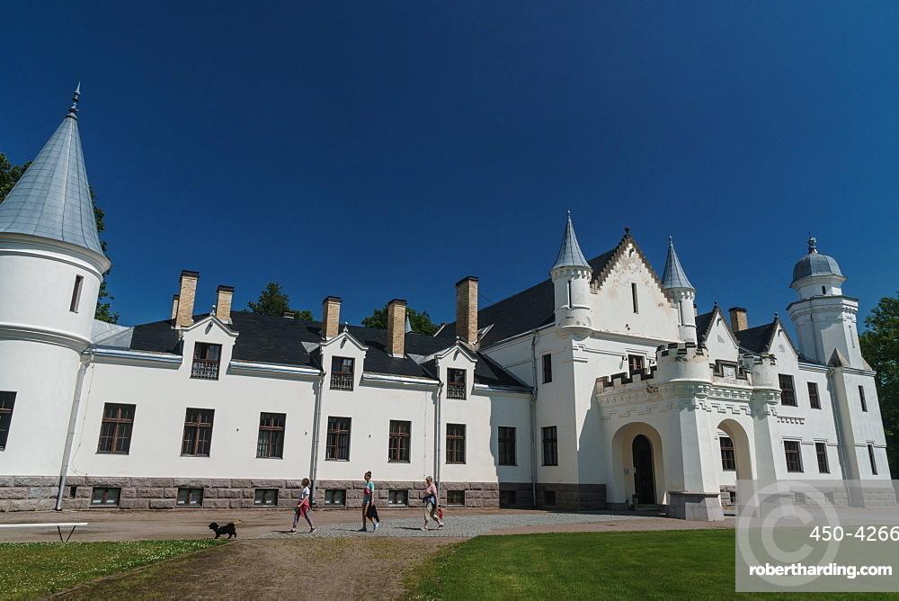 Visitors and dog in front of Alatskivi Castle, built 1880-85, modelled on Balmoral Castle in Scotland, Alatskivi, Estonia, Europe