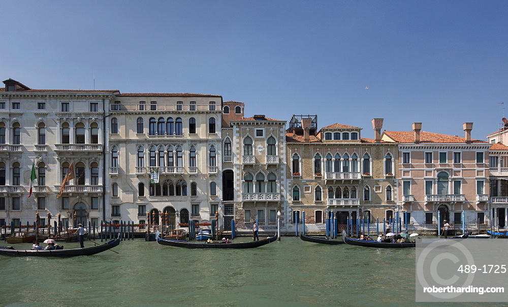Houses on the Grand Canal, Venice, UNESCO World Heritage Site, Veneto, Italy, Europe