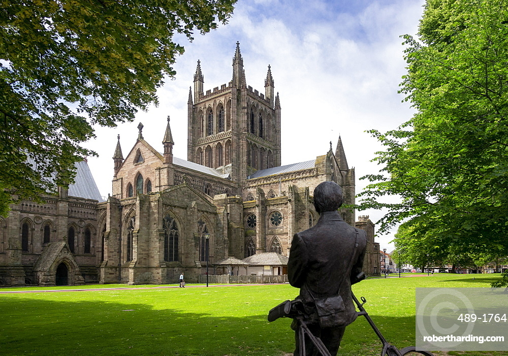 Cathedral from North East and statue of Sir Edward Elgar by Jemma Pearson, Hereford, Herefordshire, England, United Kingdom, Europe