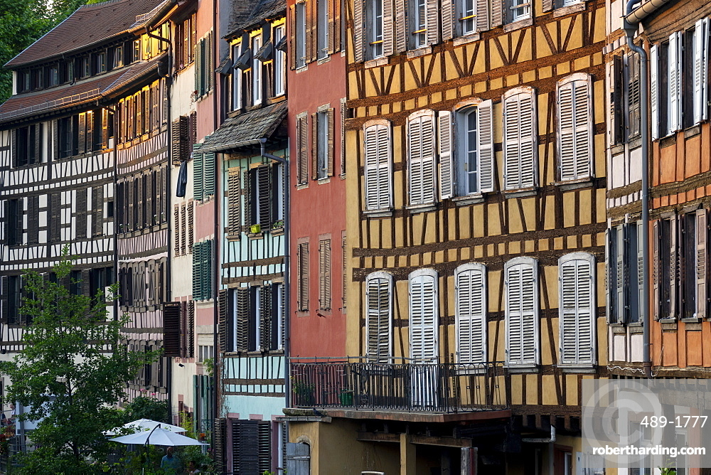 Medieval buildings beside the canal, Petite France, UNESCO World Heritage Site, Strasbourg, Alsace, France, Europe