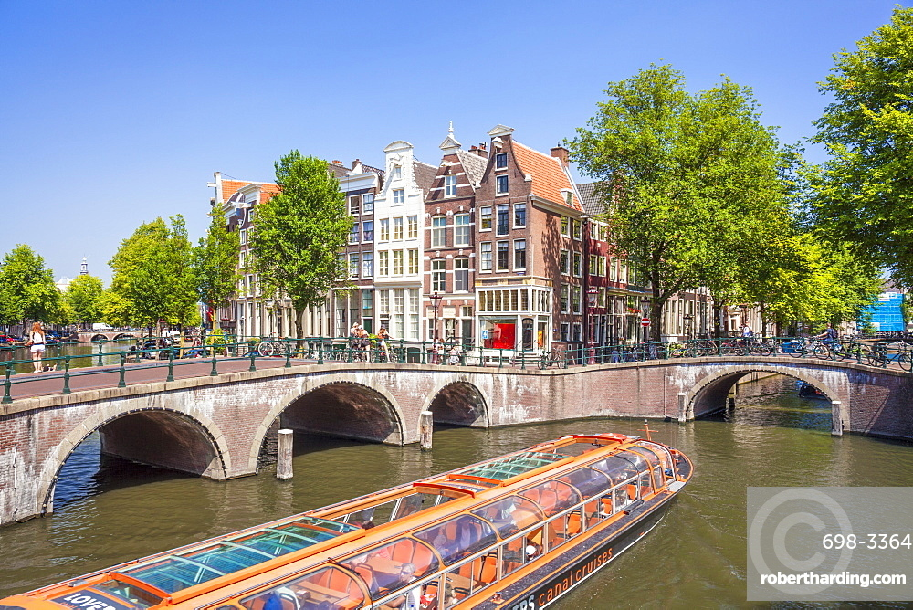 Canal tour boat and bridges at the junction of Leidsegracht Canal and Keizergracht Canal, Amsterdam, North Holland, Netherlands, Europe